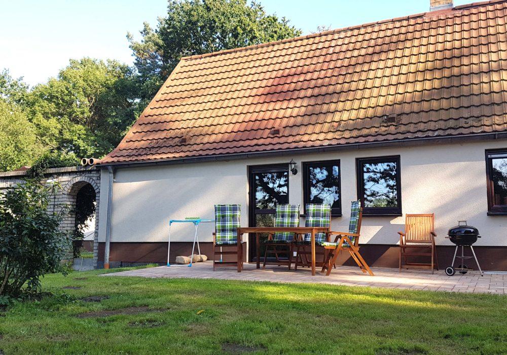 """Terrasse mit Garten der Ferienwohnung 3 """"Ostwind"""""""